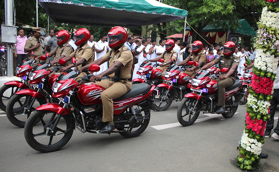 The city traffic police was given 100 hand held e- challan devices to fine traffic violators. Solaris Images