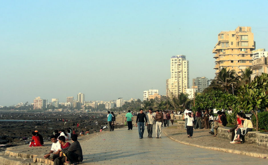 Bandra: Known as the Queen of Suburbs - Bandra, is one of the most popular spots in Mumbai. This suburb is home to some of the most famous celebrities. The suburb has a variety of restaurants-bars, cafes, shopping streets and clubs. Always full of live, Bandra is without a doubt an attraction for many residents.