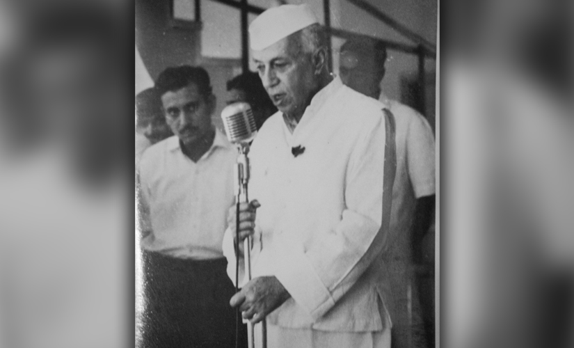 Mehra stands behind Jawaharlal Nehru at an exhibition of Group 1890