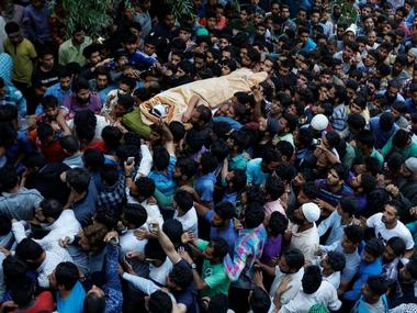 Kashmiri Muslims carry the body of Burhan Wani, a separatist militant leader, during his funeral in Tral, south of Srinagar, July 9, 2016. REUTERS