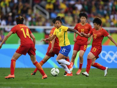 Brazil player Cristiane surrounded by Chinese players at the Rio Olympics.