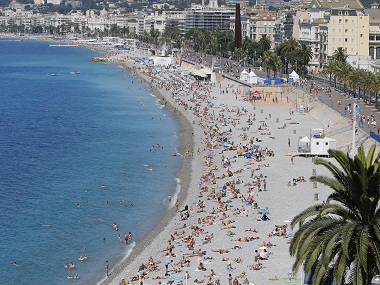 General view of sunbathers on the beach is seen days after the Bastille Day truck attack by a driver who ran into a crowd on the Promenade des Anglais that killed scores and injured as many, in Nice, France, July 17, 2016. REUTERS/Pascal Rossignol - RTSIDI5
