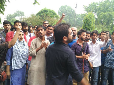 Students of Jamia Milia Islamia protest against sudden hostel raids. Image courtesy: Firstpost/Asad Ashraf