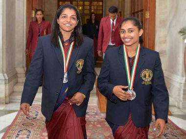 Sakshi Malik and Dipa Karmakar at the Khel Ratna ceremony. PIB twitter
