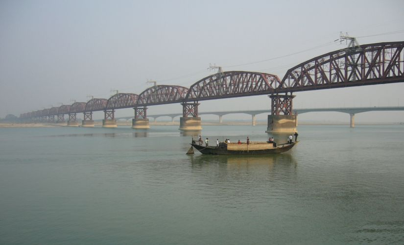 Hardinge Bridge, Bangladesh, crosses the Ganges-Padma River. It is one of the key sites for measuring streamflow and discharge on the lower Ganges. Image Courtesy: Wiki Commons
