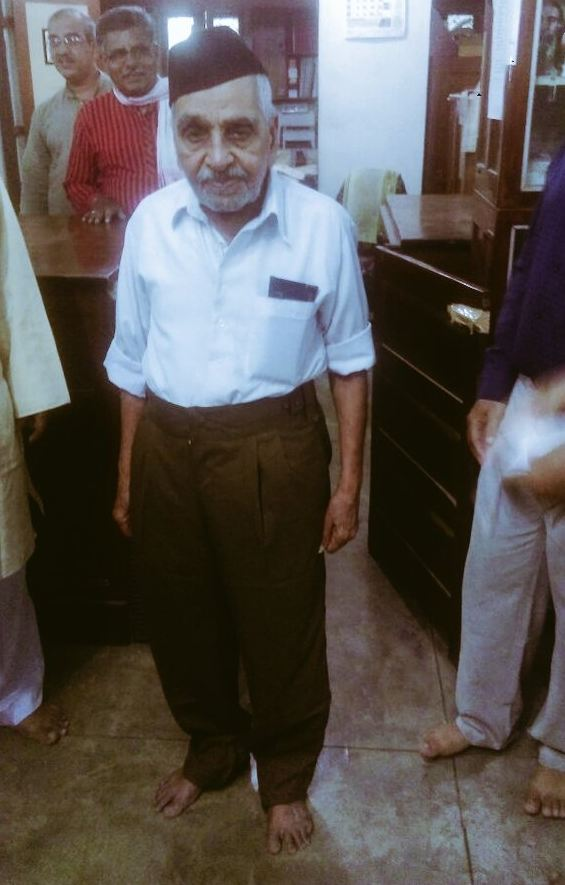 RSS swayamsevak tries on the new uniform. Image courtesy: @RSS_Org