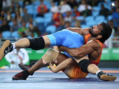 Yogeshwar Dutt of India and Mandakhnaran Ganzorig of Mongolia compete. Reuters