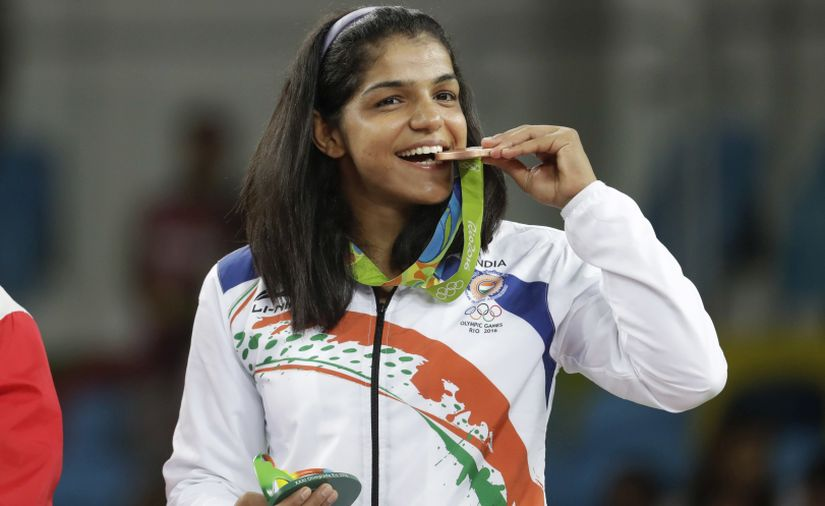 India's Sakshi Malik poses with her bronze medal for the women's wrestling freestyle 58-kg competition during the medals ceremony at the 2016 Summer Olympics in Rio de Janeiro, Brazil, Wednesday, Aug. 17, 2016. (AP Photo/Markus Schreiber)