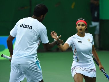 Sania Mirza and Rohan Bopanna in action at the Rio Olympics. Image courtesy: Twitter/@OlympicsTennis