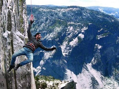 http://s1.firstpost.in/wp-content/uploads/2016/08/ajay-devgan-shivaay-first-look.jpg