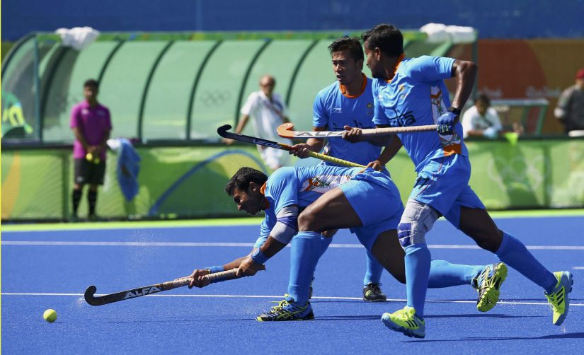 2016 Rio Olympics - Hockey - Preliminary - Men's Pool B Netherlands v India - Olympic Hockey Centre - Rio de Janeiro, Brazil - 11/08/2016. Raghunath Vokkaliga (IND) of India (L) scores his team's first goal. REUTERS/Vasily Fedosenko FOR EDITORIAL USE ONLY. NOT FOR SALE FOR MARKETING OR ADVERTISING CAMPAIGNS. - RTSMNBV