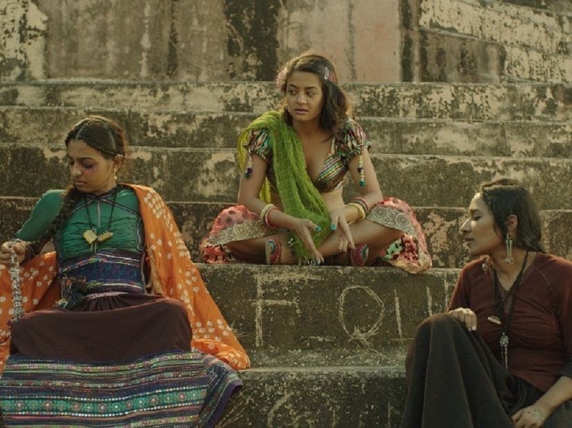 mrvy1auoqcxo8ylm.D.0.Surveen-Chawla-Tannishtha-Chatterjee-Radhika-Apte-Parched-Movie-Photo