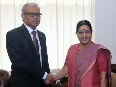 Maldivian Foreign Minister Mohamed Asim with External Affairs Minister Sushma Swaraj. Twitter/ @MEAIndia