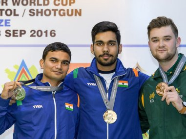 Silver medalist Gurmeet and gold medalist Anhad Jawanda of India and bronze medalist Sergei Evglevski of Australia pose together. Image courtesy: issf-sports.org
