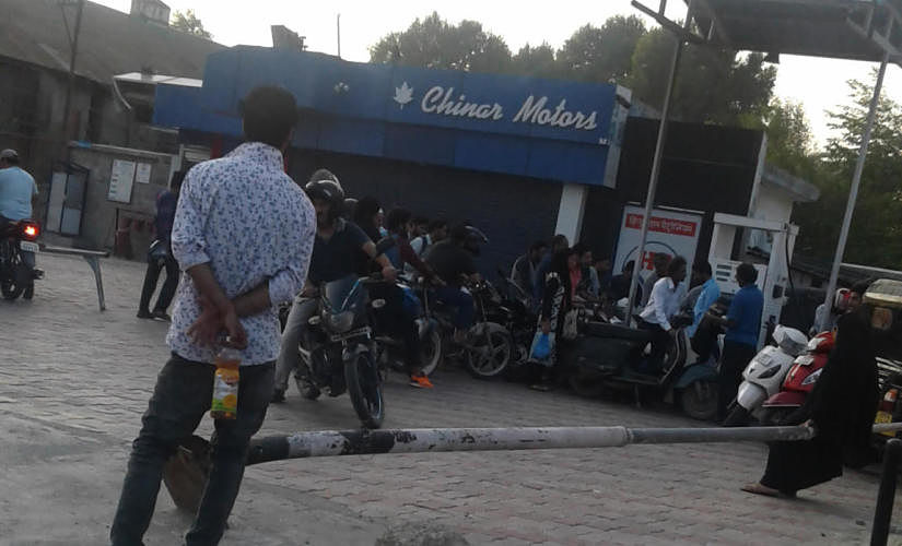Motorists queuing at the petrol pump. Image: Ishfaq Naseem / Firstpost