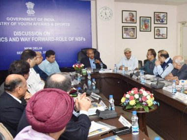 Sports Minister Vijay Goel reviews India's Rio 2016 performance. Image courtesy: Twitter/@VijayGoelBJP