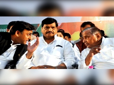 Akhilesh Yadav (left) with Shivpal Yadav (centre) and Mulayam Singh Yadav. News18