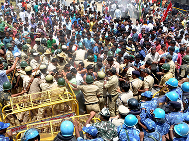 Police use batons to stop farmers as they try to enter into the KRS dam during the Karnataka Bandh against the Supreme Court order to release Cauvery water to Tamil Nadu, in Mandya district. PTI