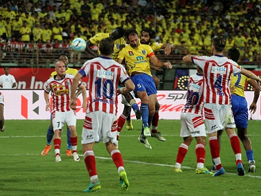 Kerala Blasters and Atletico de Madrid players in action. Sportzpics
