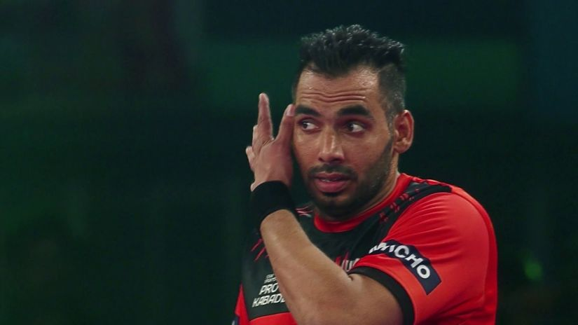 The toe touch is Anup Kumar's greatest weapon as a raider. Image Courtesy - Youtube