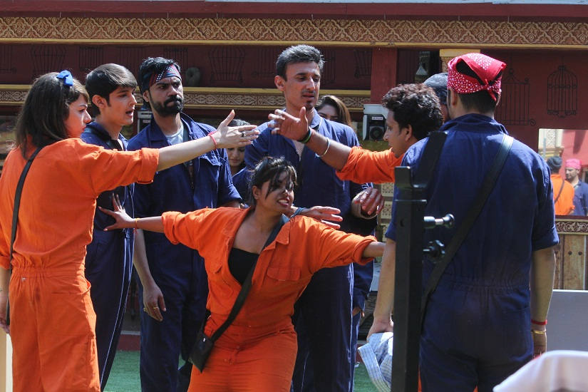 Will the luxury task — the laundry challenge — prove to be the undoing of both teams in Bigg Boss 10, episode 10?