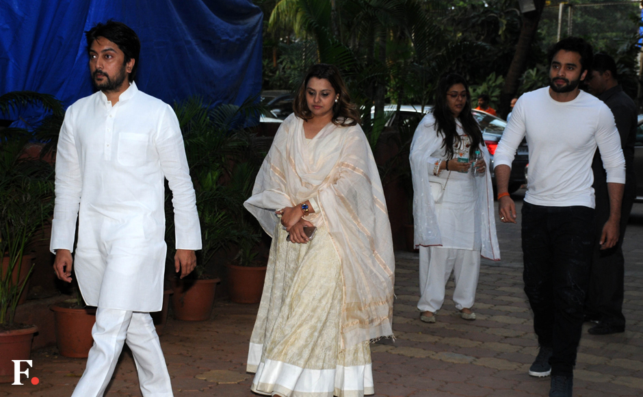 Politician Dheeraj Deshmukh with wife Deepshika Bhagnani and brother-in-law Jackky Bhagnani arrive at the prayer meet ofShilpa Shetty's father in Mumbai. Sachin Gokhale/Firstpost