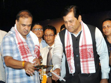 (R) Assam Chief Minister Sarbananda Sonowal and (L) Minister Himanta Biswa Sarma. Image courtesy Sarma's Facebook page