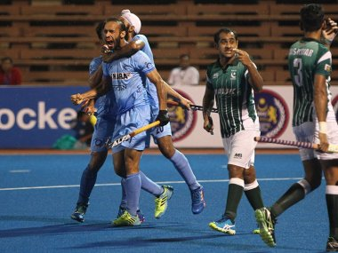 Indian players celebrate their victory over Pakistan. Image courtesy: Twitter/@TheHockeyIndia