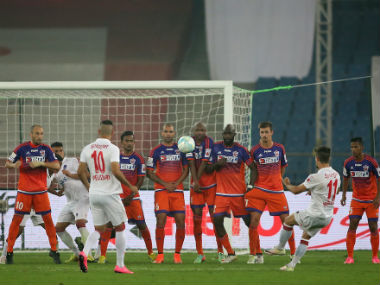 Marcelo Pereira goes for a free-kick during the Delhi-Pune fixture. Image courtesy: ISL