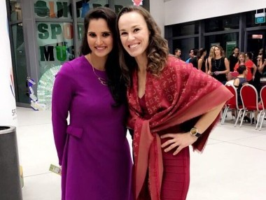 Sania Mirza and Martina Hingis at the WTA Finals doubles draw. Image courtesy: Twitter/@MirzaSania
