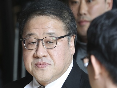 A former presidential secretary Ahn Jong-beom arrives for questioning at the Seoul Central District Prosecutors' Office in Seoul, South Korea, Wednesday, Nov. 2, 2016. South Korean prosecutors requested an arrest warrant for a longtime friend of President Park Geun-hye on Wednesday over allegations of influence-peddling and other activities that have triggered a huge political scandal that threatens Park's leadership. (AP Photo/Lee Jin-man)