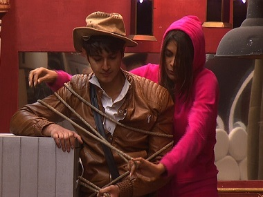 Rohan Mehra and Lopamudra Raut tussle by the gold locker/vault