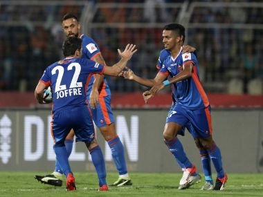 Mandarrao Dessai celebrates his goal with teammates. ISL