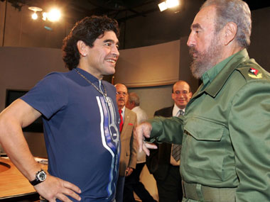 Former Argentine soccer player Diego Maradona (L) talks to Cuban President Fidel Castro in October 2005. Reuters