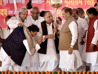 Lucknow: Uttar Pradesh Chief Minister Akhilesh Yadav seeking blessing from Party supremo Mulayam Singh Yadav as former PM HD Deve Gowda, RJD Chief Laloo Prasad Yadav ,JD (U) leader Sharad Yadav look on during the Samajwadi Party's 25th Foundation Day celebrations in Lucknow on Saturday. PTI Photo By Nand Kumar(PTI11_5_2016_000118B)