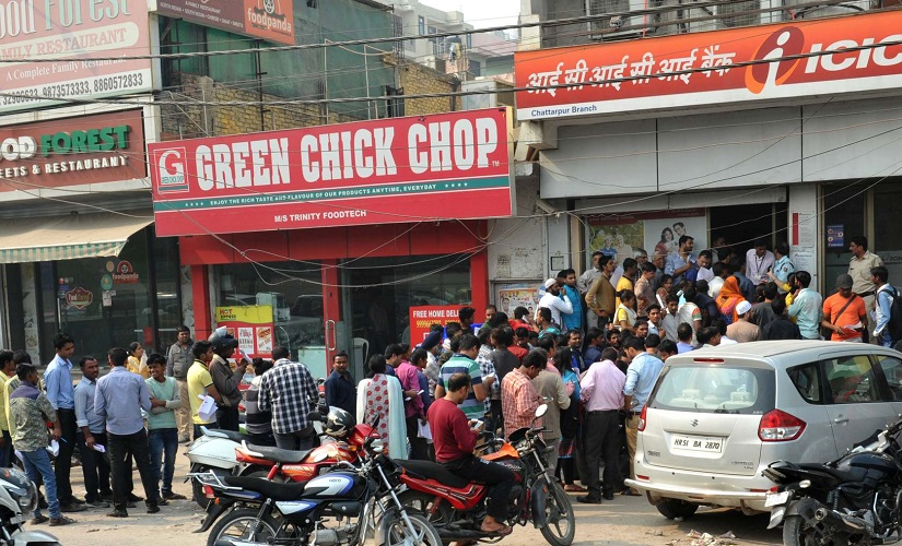 A serpentine queue forms outside an ICICI Bank branch in Delhi on Thursday. Naresh Sharma/ Firstpost