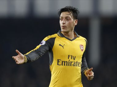 Arsenal's Mesut Ozil wants clarity on Arsene Wenger's future before signing new deal