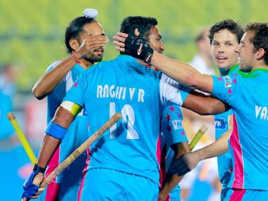 Uttar Pradesh Wizards celebrate a late goal against Kalinga Lancers. Twitter/ @HockeyIndiaLeag
