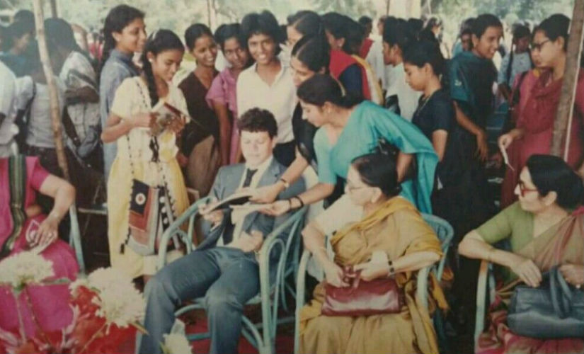 Maxwell Trevor surrounded by women fans at a college in Hyderabad. Image courtesy: Maxwell Trevor