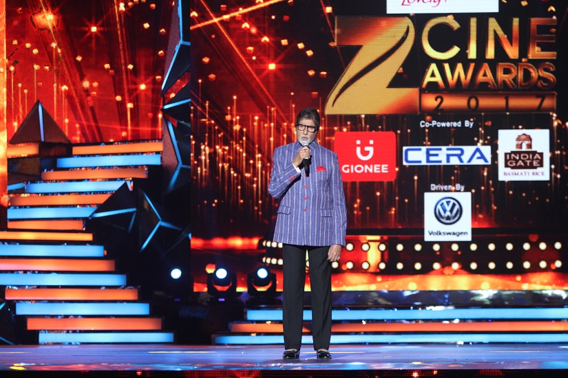 Amitabh Bachchan hosting the memoire segment at Zee Cine Awards 2017