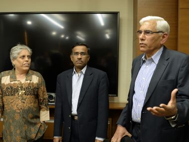 Former Indian government auditor, Vinod Rai (R) speaks to the media as former India women's cricket captain, Diana Edulji (L) and banker Vikram Limaye look on in Mumbai on January 31, 2017. India's Supreme Court appointed a top anti-corruption troubleshooter Vinod Rai on as head of a team to oversee the running of the powerful cricket board after sacking its top officials for failing to implement reforms. / AFP PHOTO / Punit PARANJPE
