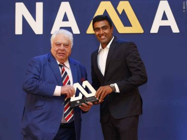 Ravichandran Ashwin (right) receives an award from former India keeper Farokh Engineer. Image courtesy: BCCI