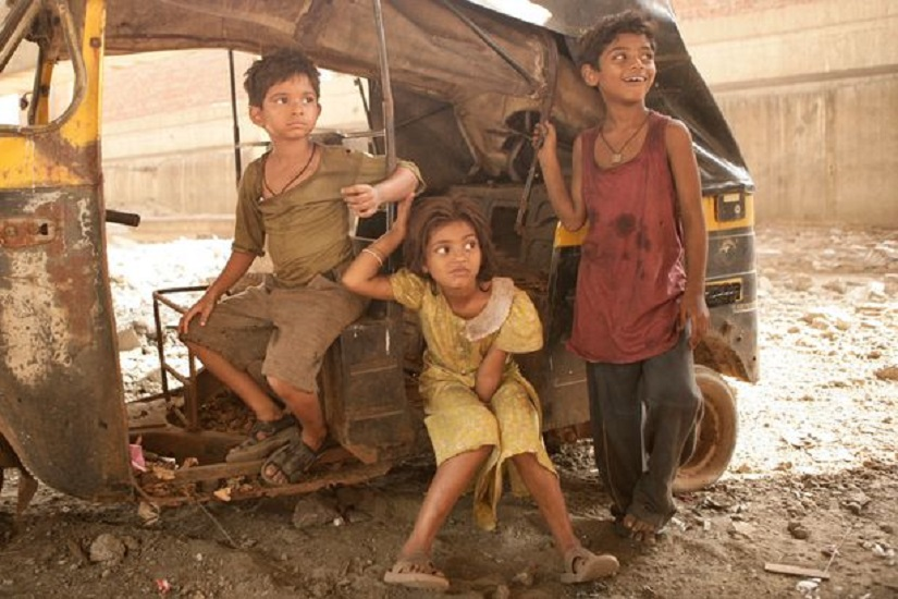 Rubina (centre) in a production still from Slumdog Millionaire