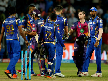 MI players congratulate RPS's Smith and Dhoni after RPS won their opening match of IPL 2017. Sportzpics