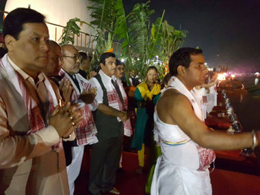 Assam Chief Minister Sarbananda Sonowal with Union Minister Nitin Gadkari during the Aarti at the Namami Brahmaputra festival in Guwahati on 31 March. Image courtesy Nitin Gadkari's Facebook page