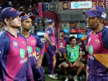 Rising Pune Supergiant captain Steven Smith (left) and MS Dhoni talk during the match against Kolkata Knight Riders. Sportzpics/IPL