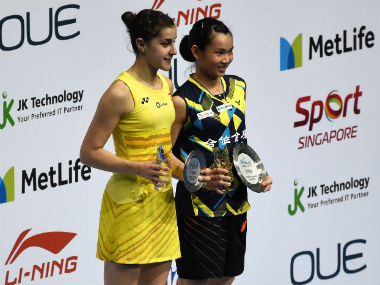 Tai Tzu Ying and Carolina Marin pose with their respective honours at the Singapore Open. AFP