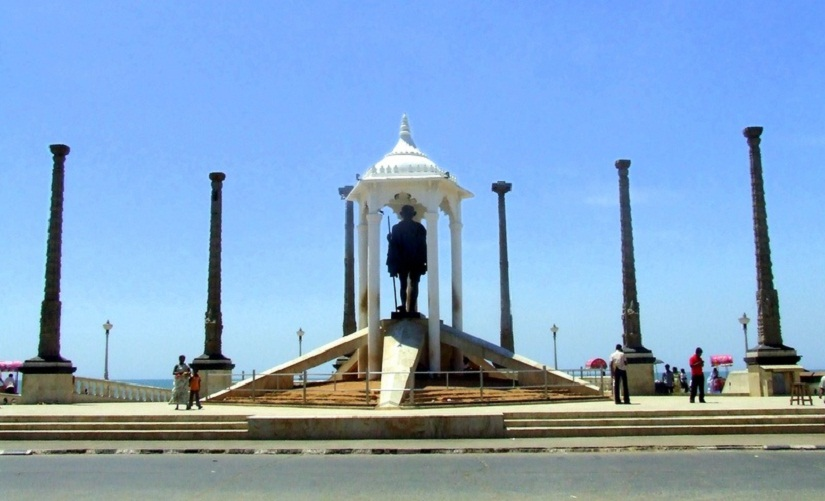 The Promenade hosts one of the biggest statutes of Gandhiji in India.