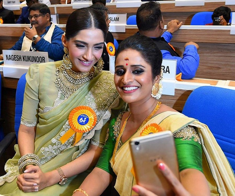 Sonam Kapoor and Best Female Actor awardee Surabhi CM take a selfie. Image from Twitter