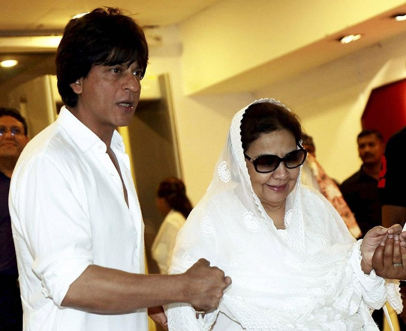 Shah Rukh Khan and Farida Jalal. Image from PTI